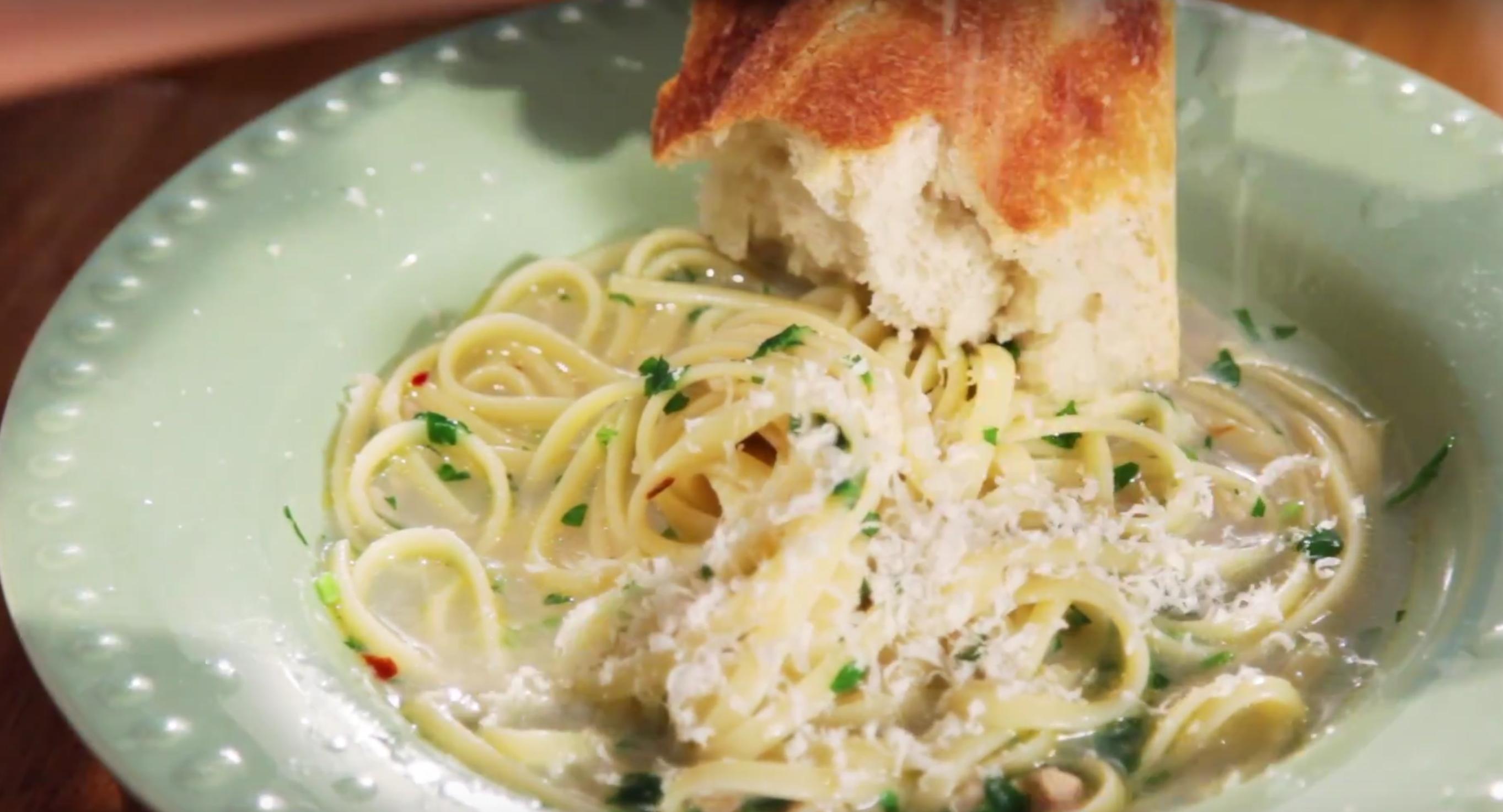 Linguine and Clam Sauce Pasta Dinner